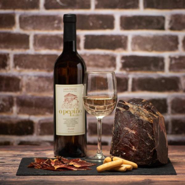 Jamón O Pepiño lonchas y pieza con vino godello perfectos para una velada tranquila