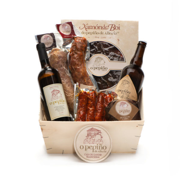 Pack Ourense O Pepiño caja con jamón de buey, cerveza artesana, queso y embutidos