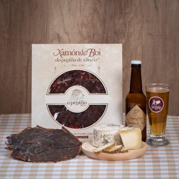 Pack Paicordeiro O Pepiño natureza morta com cerveja artesanal, queijo galego e presunto defumado de boi