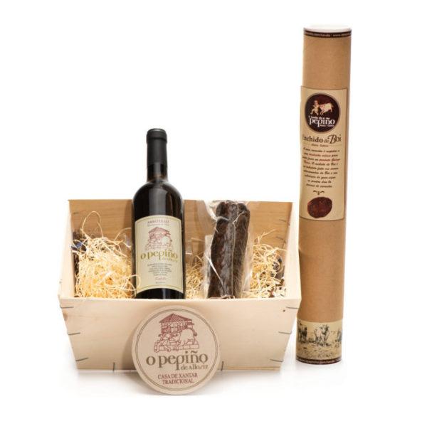 Pack Penamá O Pepiño caja con una botella de vino godello y embutido de buey