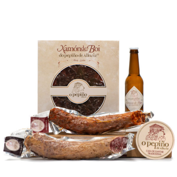 Pack Xugueiros O Pepiño productos: cerveza, jamón de buey en lonchas, chorizo y salchichón cular