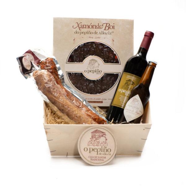 Compra online el pack Xunqueira O Pepiño caja: jamón de buey, embutidos, vino mencía y cerveza