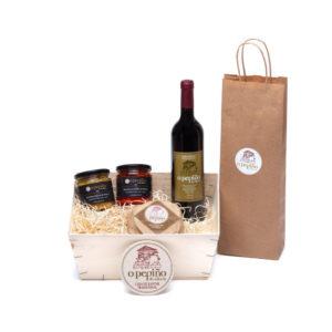 Pack O Pepiño con queso gallego, botes de pimientos blancos y rojos, mencía en caja